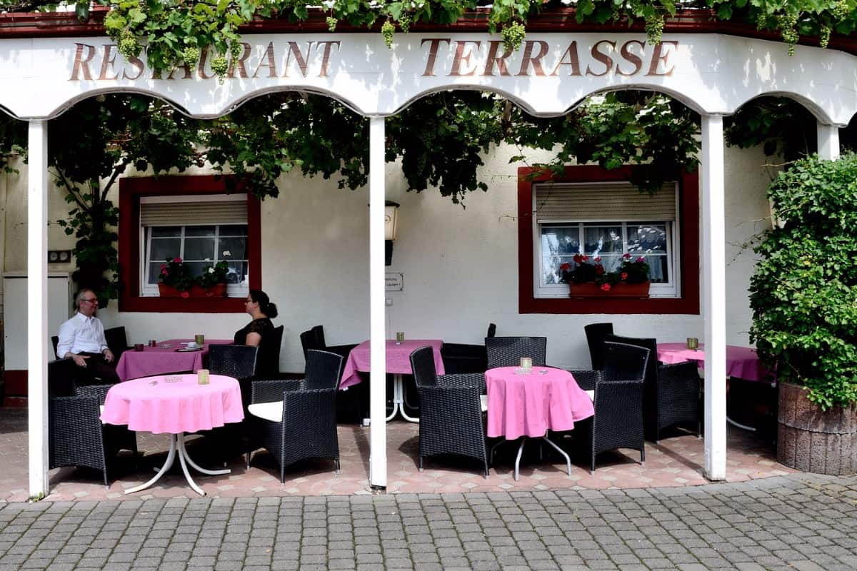 Die Restaurantterrasse des Hotels Josefshof in Graach